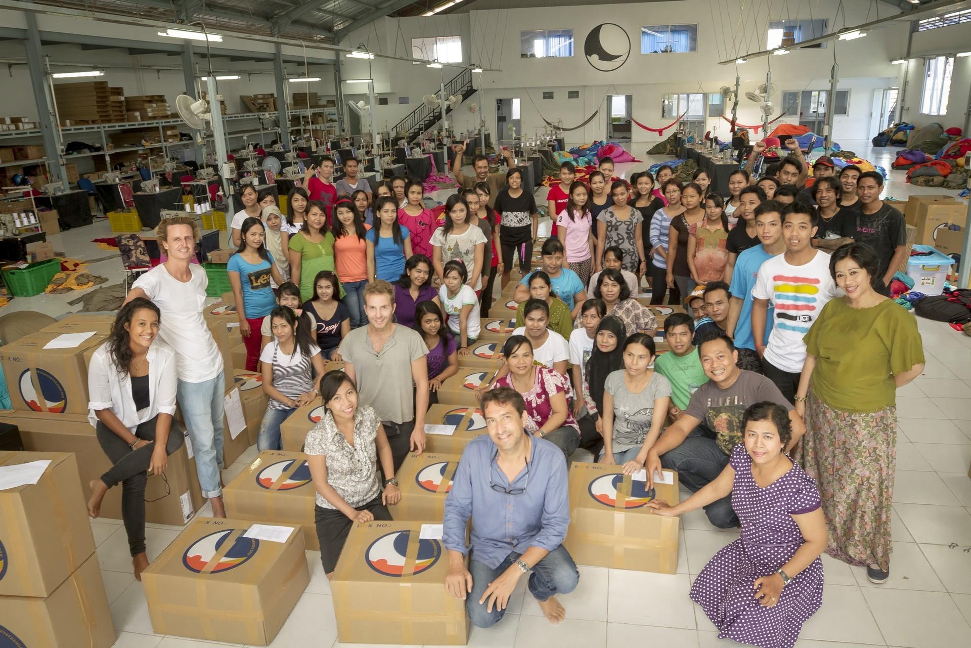 Коллектив фабрики гамаков на о. Бали.