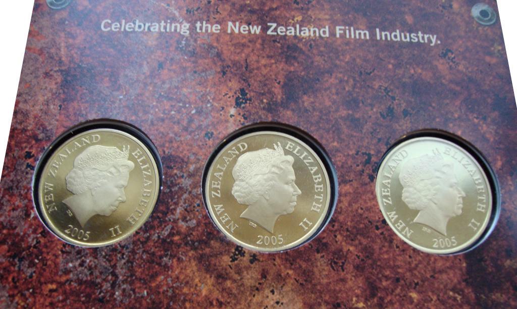 Набор из 3 монет 1 доллар. Фильм Кинг Конг. Новая Зеландия. 2005 год. В буклете