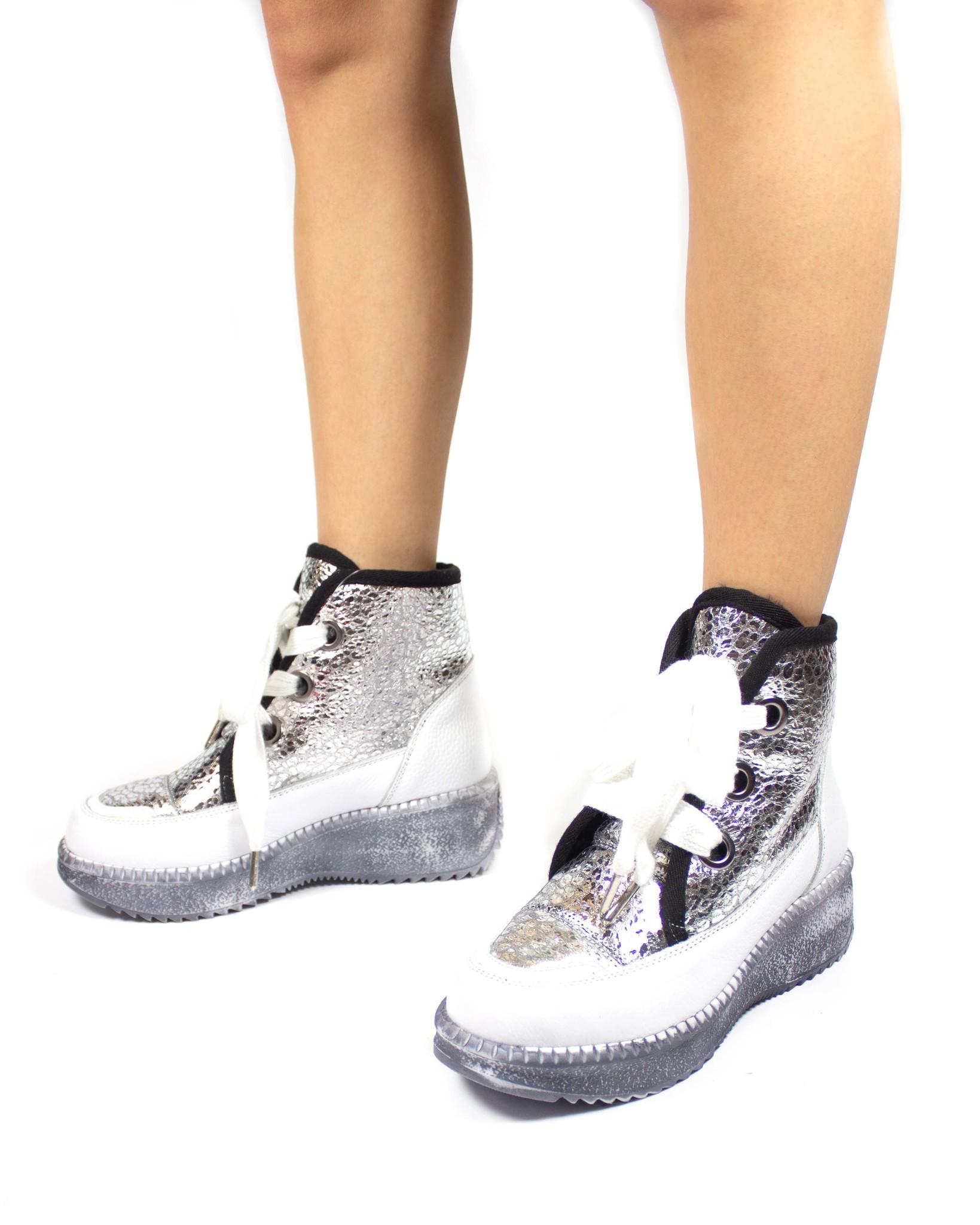 белые ботинки SM