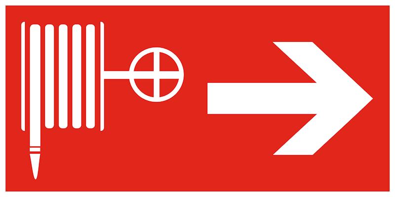 F31 комбинированный знак пожарной безопасности - пожарный кран направо