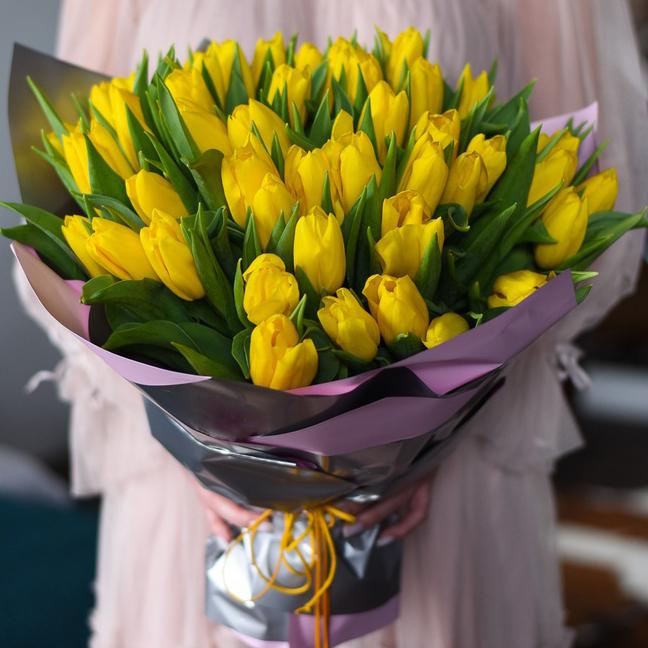 Заказать доставку большой букет желтых тюльпанов в Перми