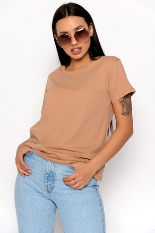 <p>Базовая футболка - это комфортная вещь женского гардероба, с помощью которой можно создавать разные образы.</p>