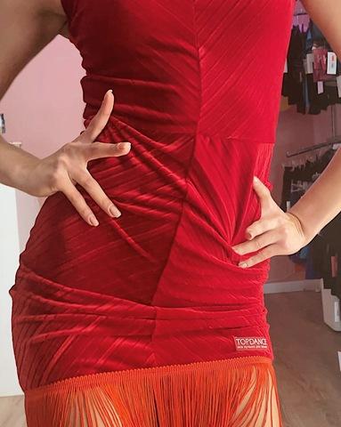 Бархатное платье с бахромой