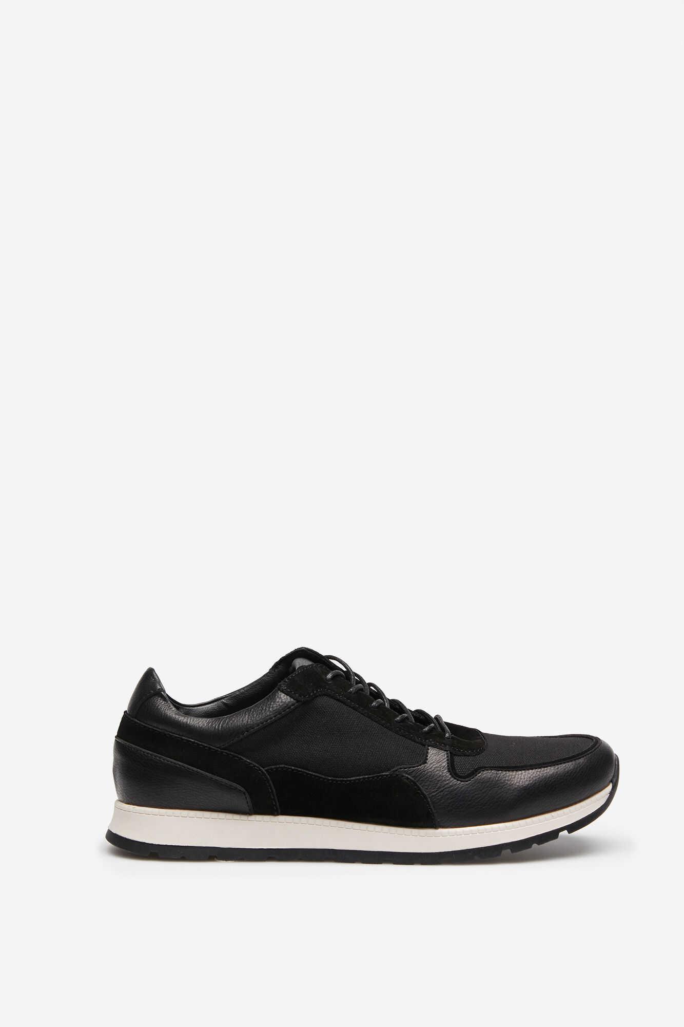 Кросівки на шнурках