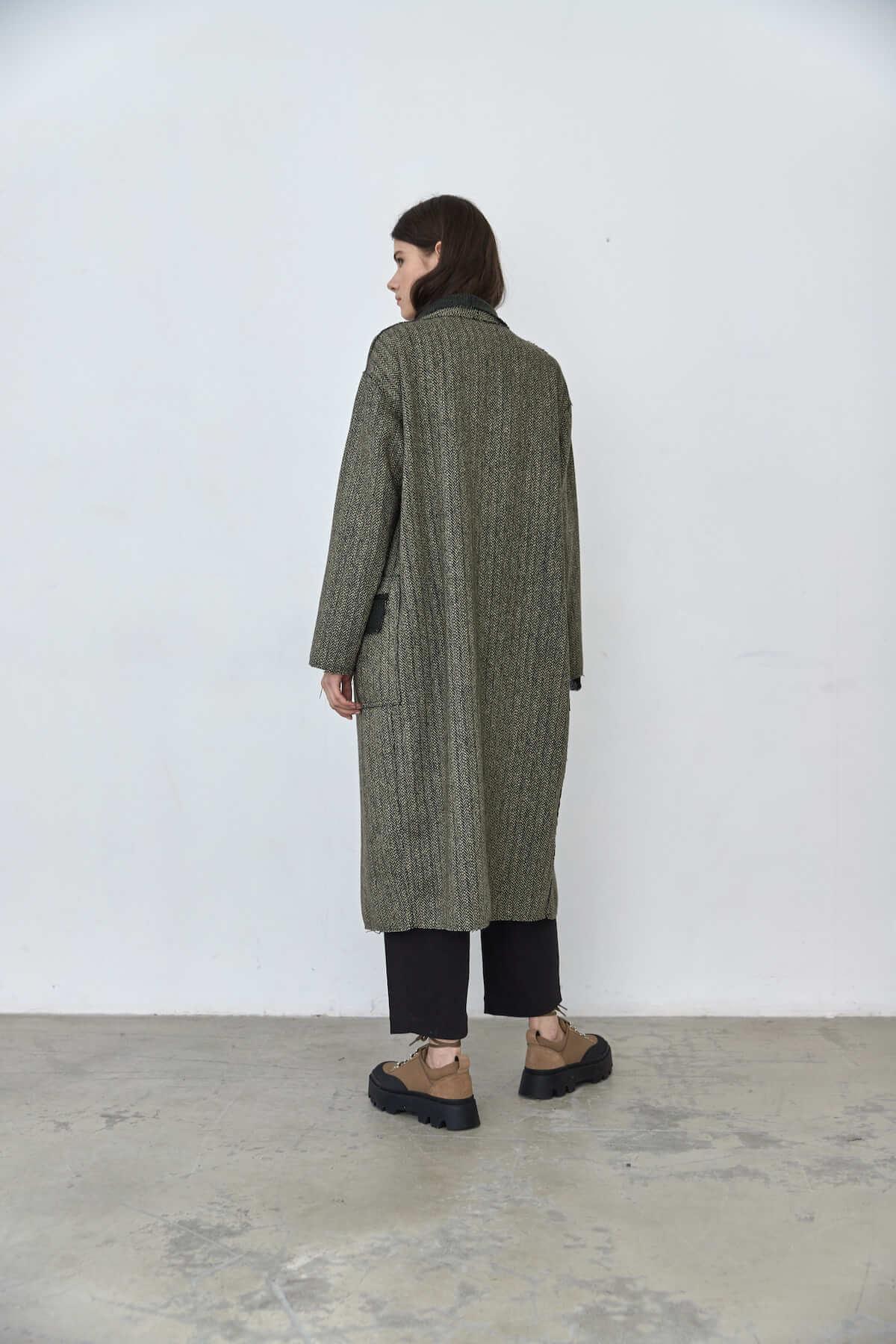 Пальто прямого кроя с  и воротником-шалькой, зеленая елочка