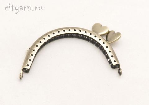 Фермуар латунного цвета с гладкими сердечками сбоку, маленький, размер 8.5*6.5 см, код 994082