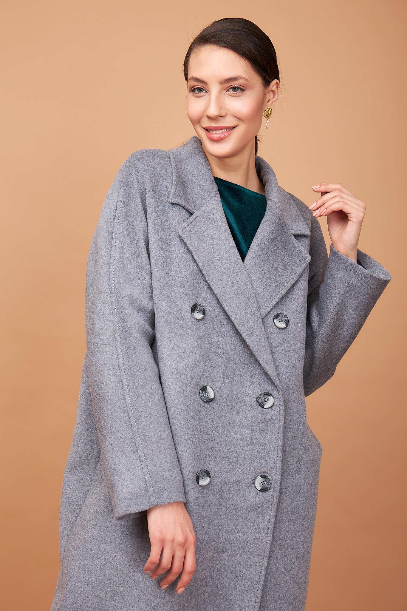 Утепленное пальто свободного силуэта