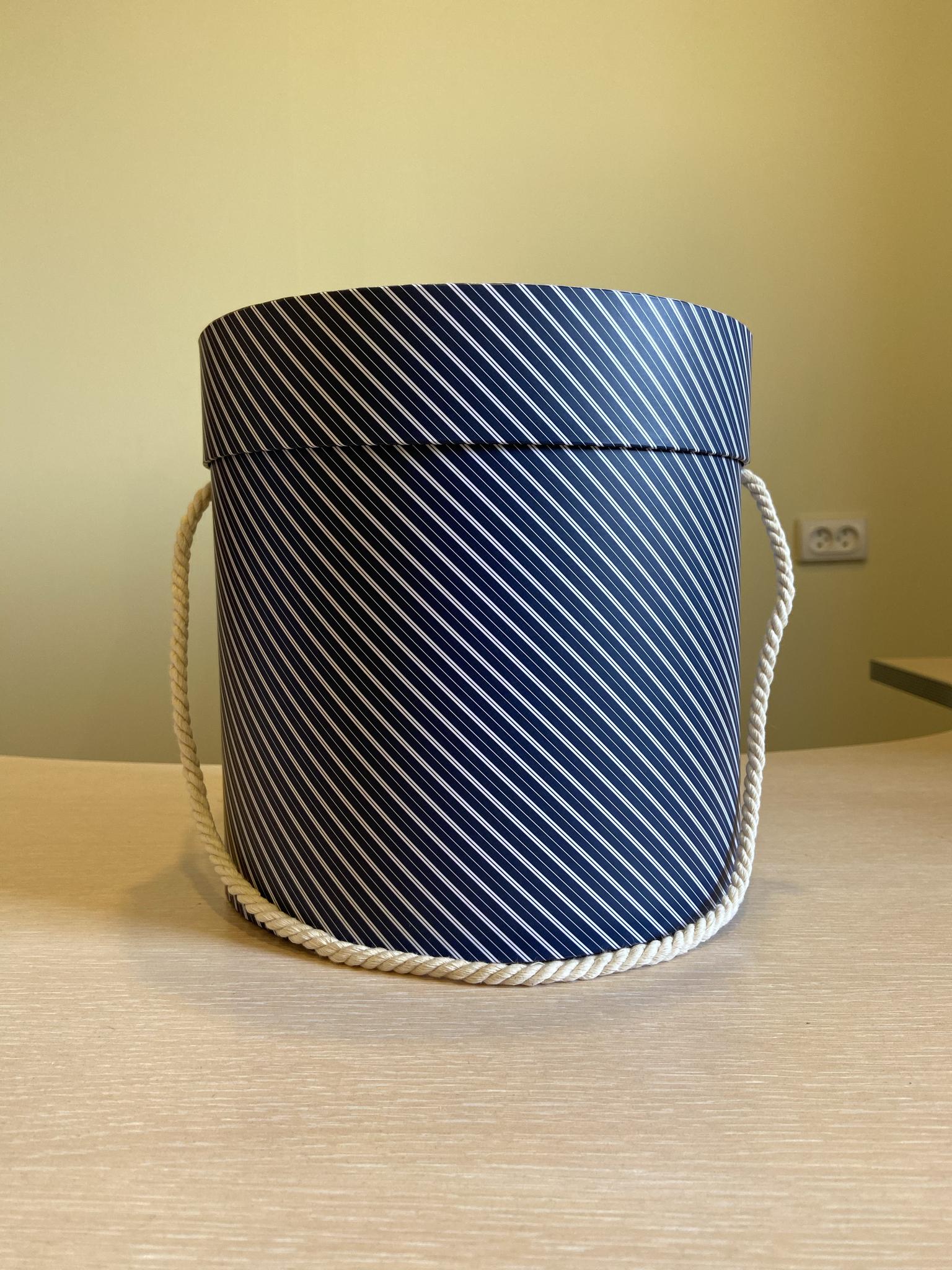 Шляпная коробка эконом вариант 20 см Цвет: В полоску . Розница 400 рублей .