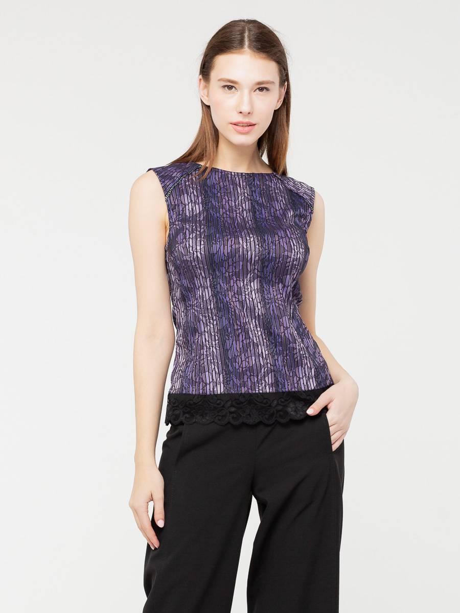 Блуза Г482-157 - Блуза-топ из стрейчевой ткани облегающего силуэта. Отделка по линии низа из плотного кружева. Вертикальная полоска рисунка зрительно стройнит фигуру.