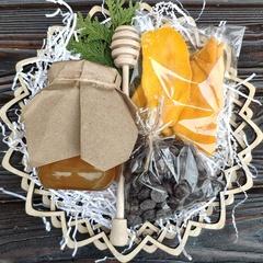 Подарочная корзина манго, шоколад, мед майский, 420 гр.
