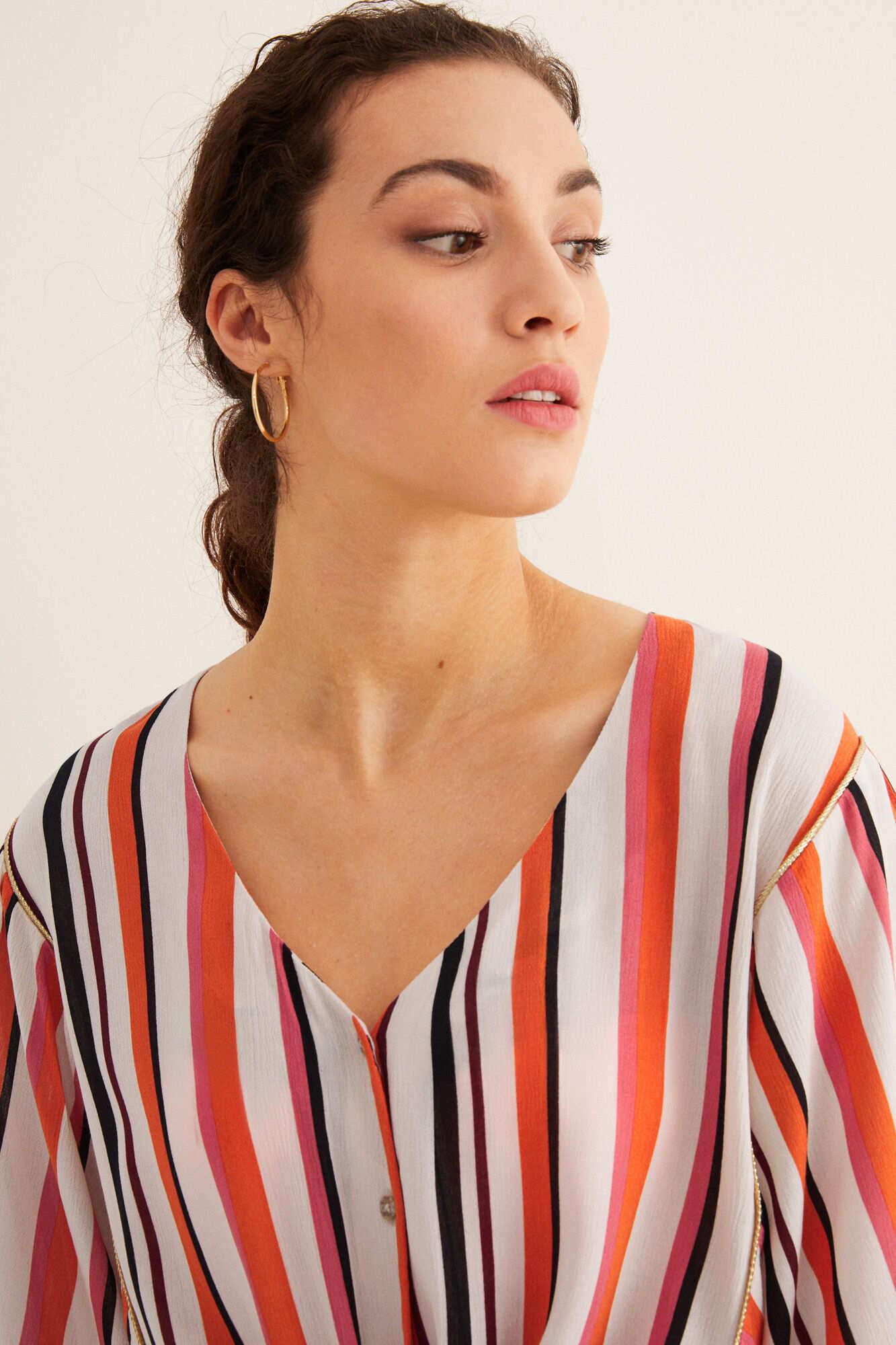Смугаста блузка з зав'язкою