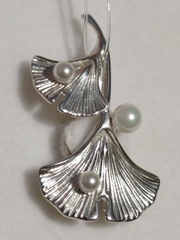 Жемчуг 40136(серебряная брошь).