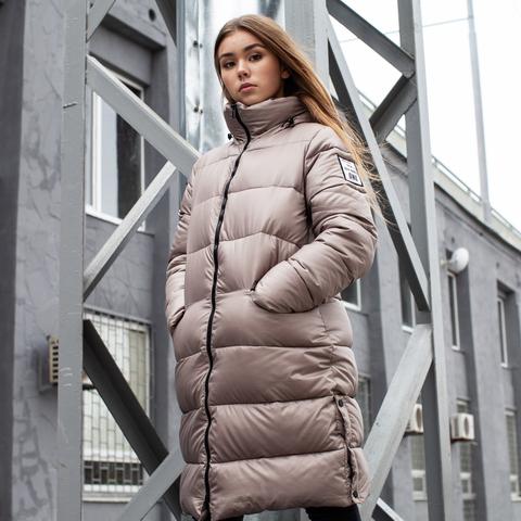 Подростковое зимнее пальто на девочку бежевого цвета