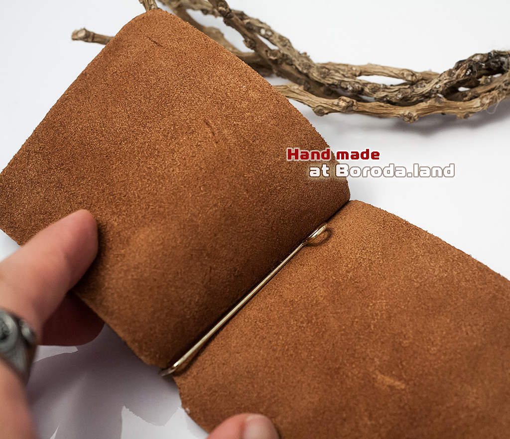 BY10-03-01 Кожаный зажим «Добро» для денег с металлическим держателем фото 03