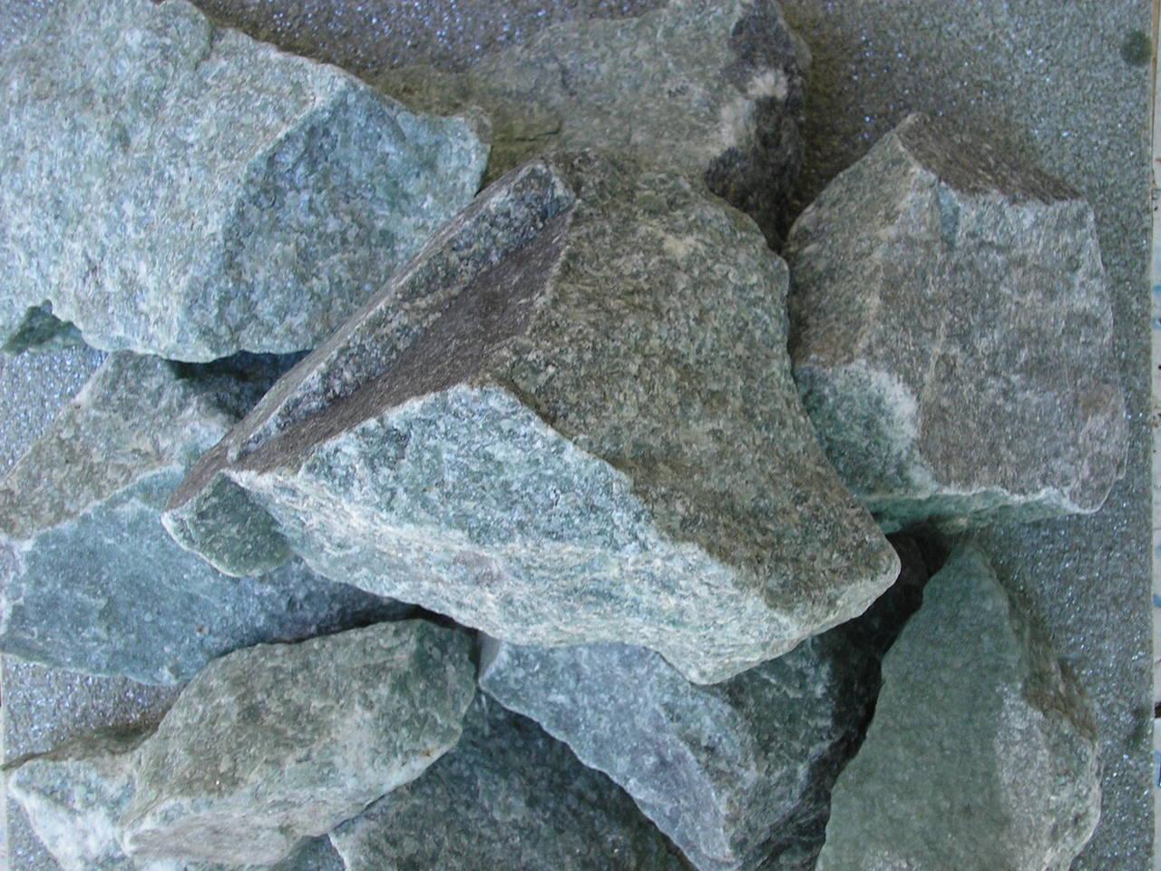 Камень жадеит колотый отборный