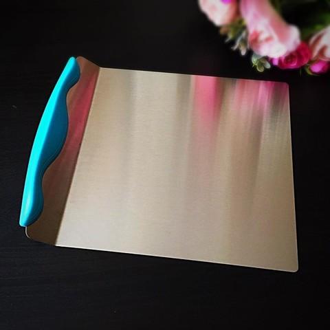 Шпатель кондитерский глубокий с пластиковой ручкой. (Размер 20*21см. )