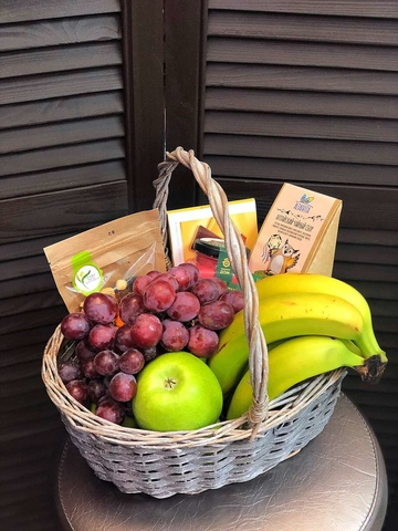 Цветы в корзинке с фруктами #876656