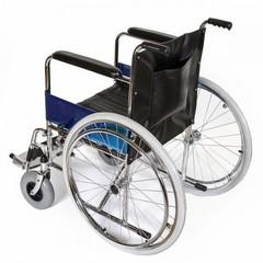 Кресло-коляска со съемными подножками (усиленные передние шины) AMWC18RA-SF/E