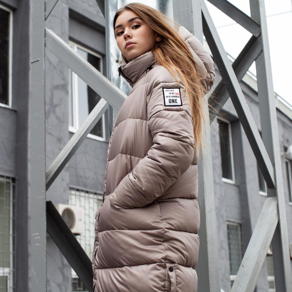 Підліткове зимове пальто на дівчинку бежевого кольору