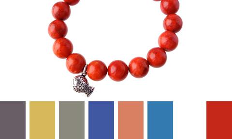 несколько цветов одежды, подходящих к браслету из коралла
