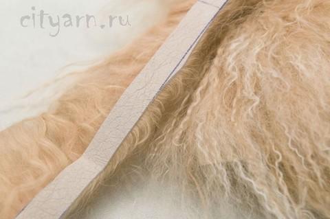 Меховая лента из ламы на замшевой ленте, цвет персиковый с молочным, ширина 15 см