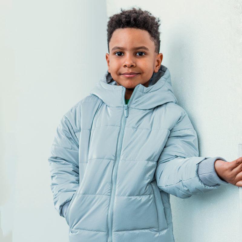 Демісезонна дитяча куртка в світло сірому кольорі для хлопчика