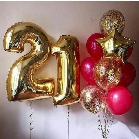 Фонтан из шаров с цифрами Стильный