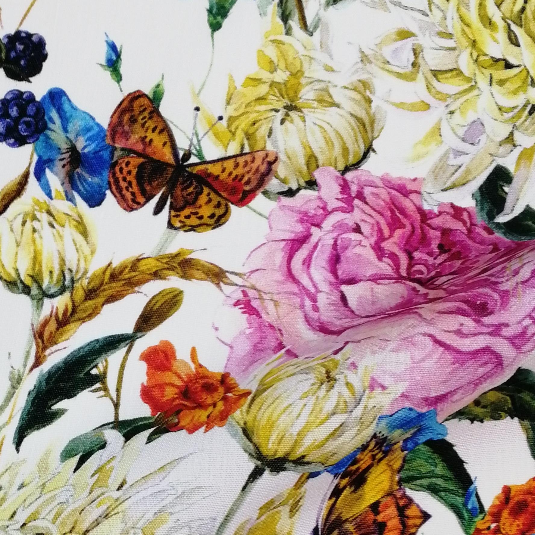 Плотное льняное набивное полотно с хризантемами и пионами