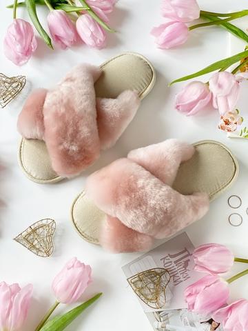 Меховые тапочки розовые с перекрестными шлейками и текстильной стелькой бежевой
