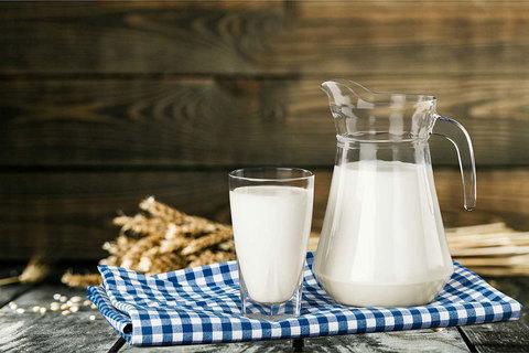 Молоко Зеленоградское. Пак Бут.3,2-4,4% МОЛОЧКА ИП ГЛАДИЙ 1л
