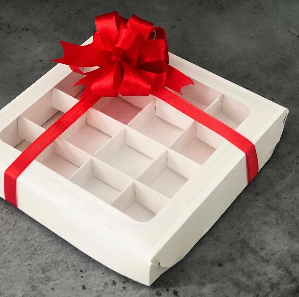 Коробка для конфет с крышкой 20х20х3 см, БЕЛАЯ
