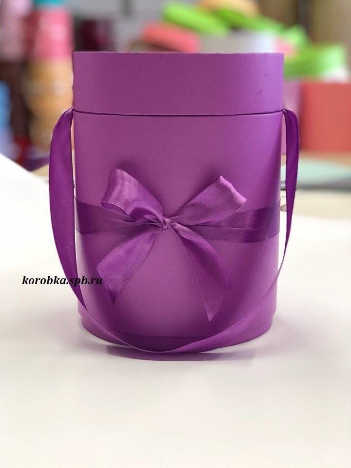 Шляпная коробка D18 см Цвет: Лиловый .  Розница 450 рублей .