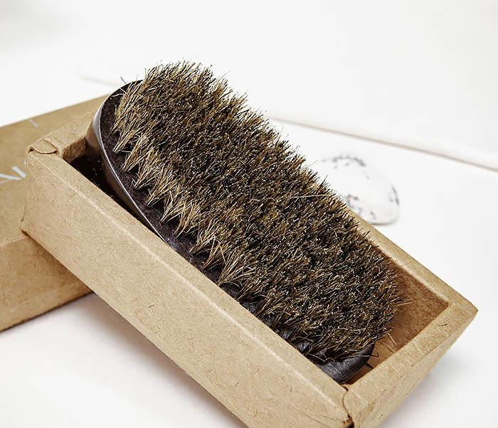 CARE150-1 Деревянная щетка для бороды в коробке
