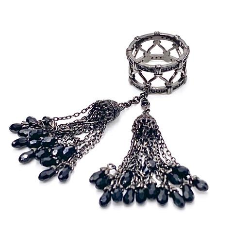 115/002- Кольцо из серебра в черном родии с двумя кисточками из цепочек