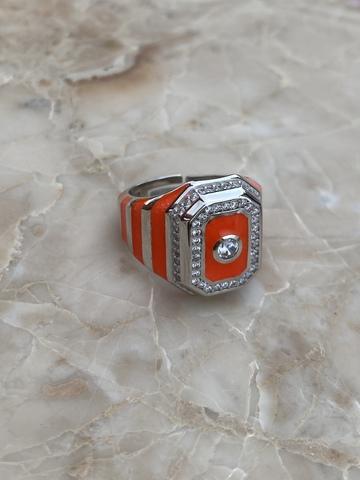 Кольцо-печатка из серебра с оранжевой эмалью и прозрачным цирконом