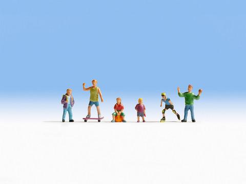 Играющие дети (6 человечков с предметами)