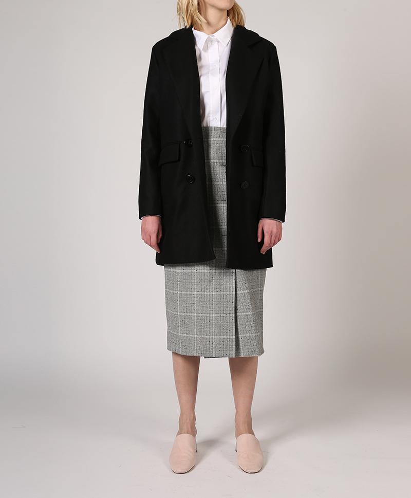 Пиджак-двубортный-фигурный-растёгнутый