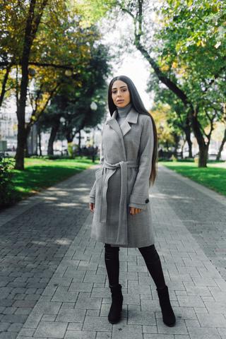 серое демисезонное пальто купить