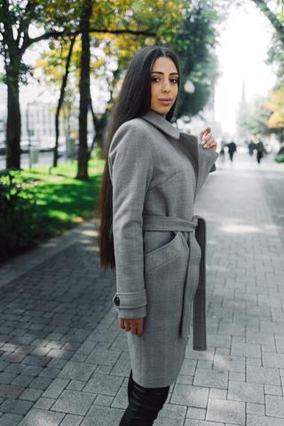 серое демисезонное пальто магазин