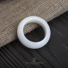 Кольцо из белого нефрита  сплошное