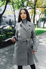 серое демисезонное пальто nadya
