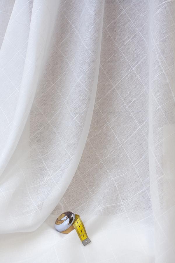 Натуральная льняная вуаль, с рисунком в крупную клетку