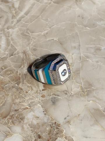 Кольцо-печатка из серебра с голубой и белой эмалью и прозрачным цирконом