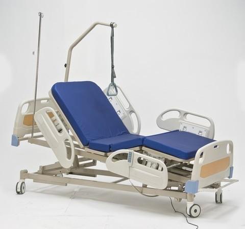 Функциональная электрическая кровать с центральным тормозом  RS305 - фото