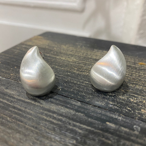 Серьги Капля сатиновые (серебристый)