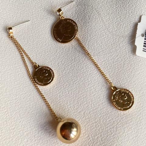 Серьги асимметричные с монетками на цепочках, золотистый