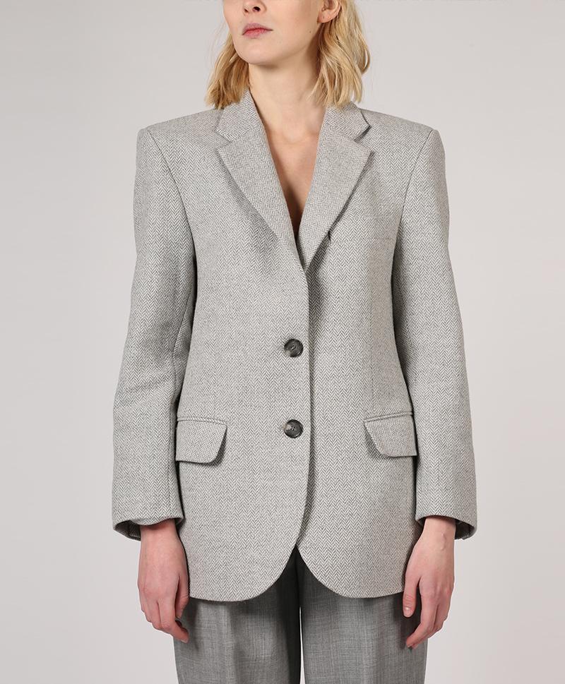 серый-пиджак-мужского-кроя