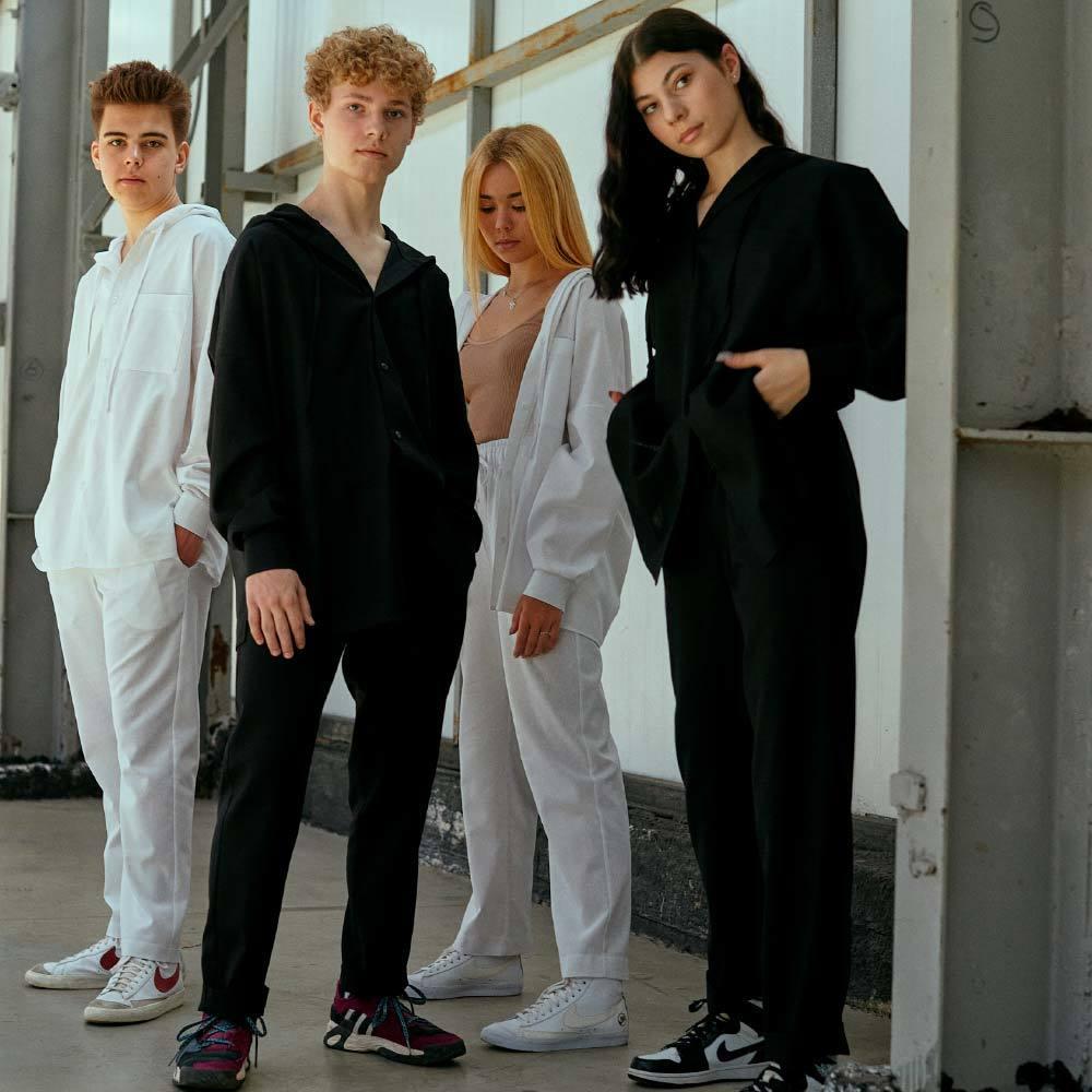 Підлітковий костюм з льону для хлопчиків в чорному кольорі