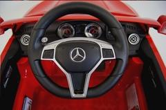 детская машина Mercedes Benz CLA45 рули и приборная панель