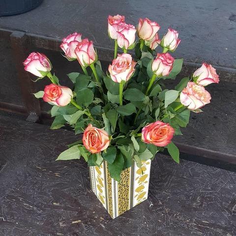 Ваза деревянная с розами 4